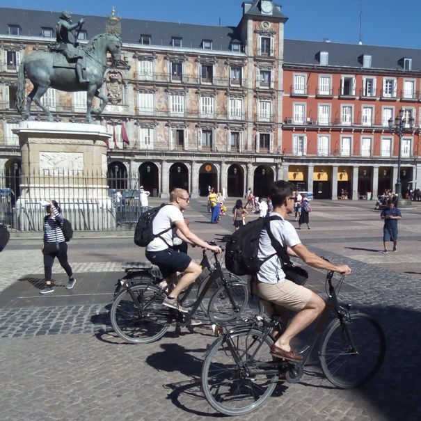 Plaza-Mayor-bike
